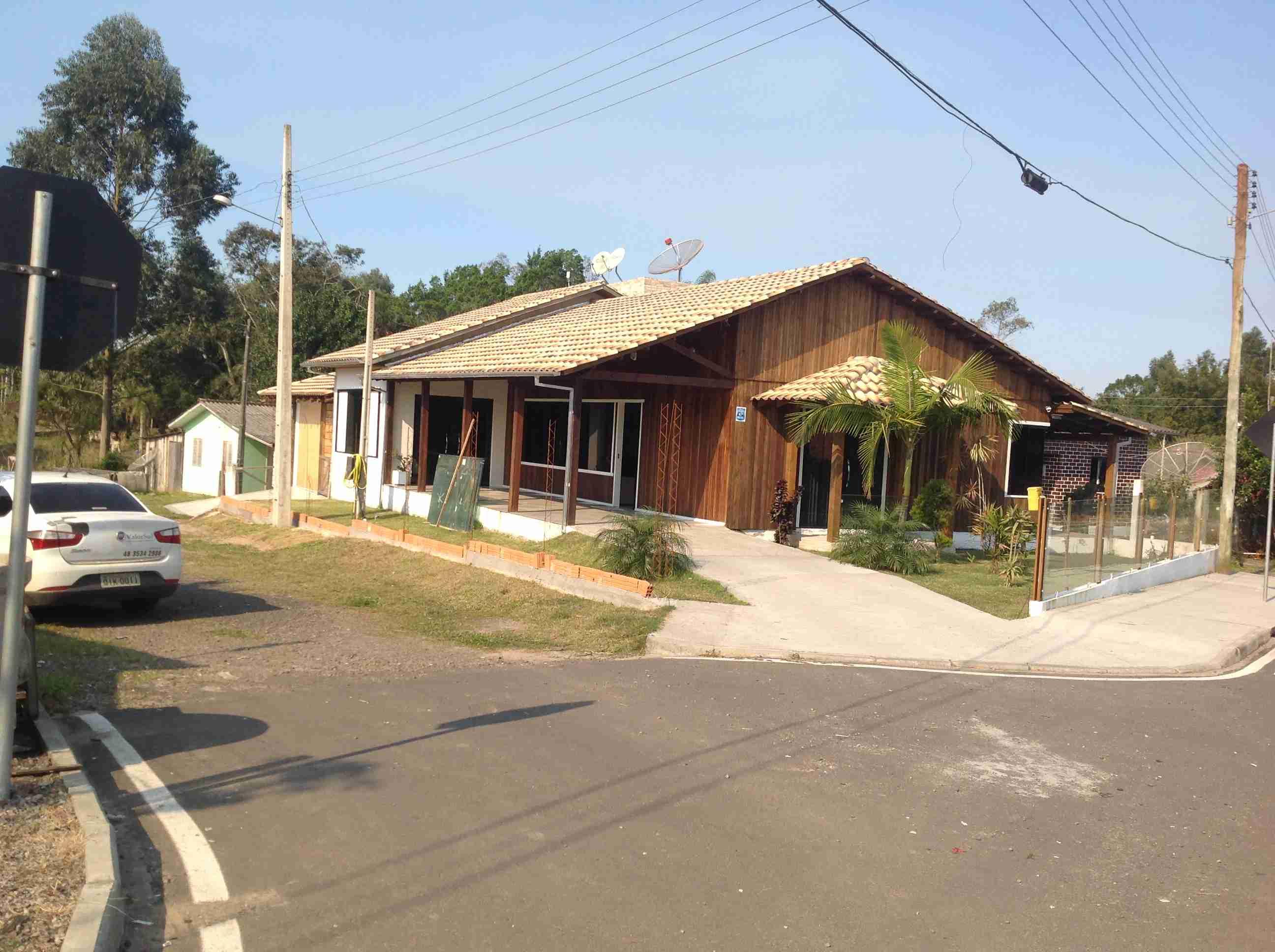 Casa mista (alvenaria e madeira. O03