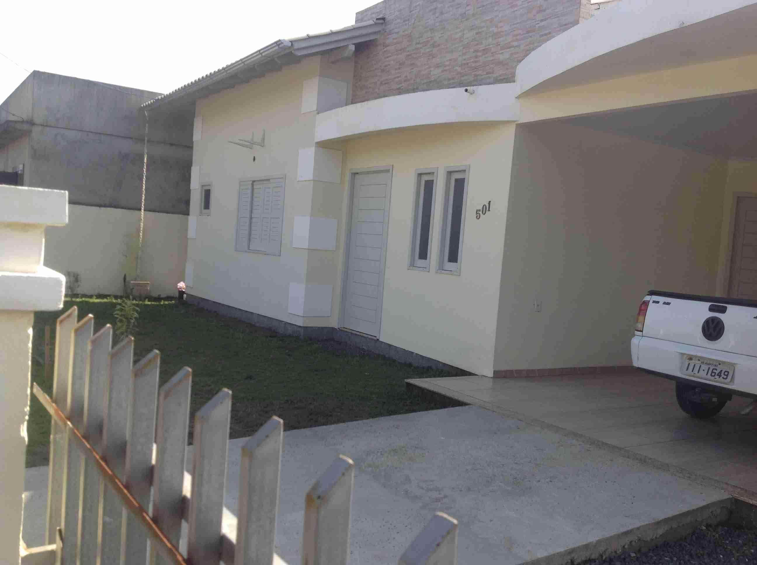 Casa de alvenaria com piscina 001
