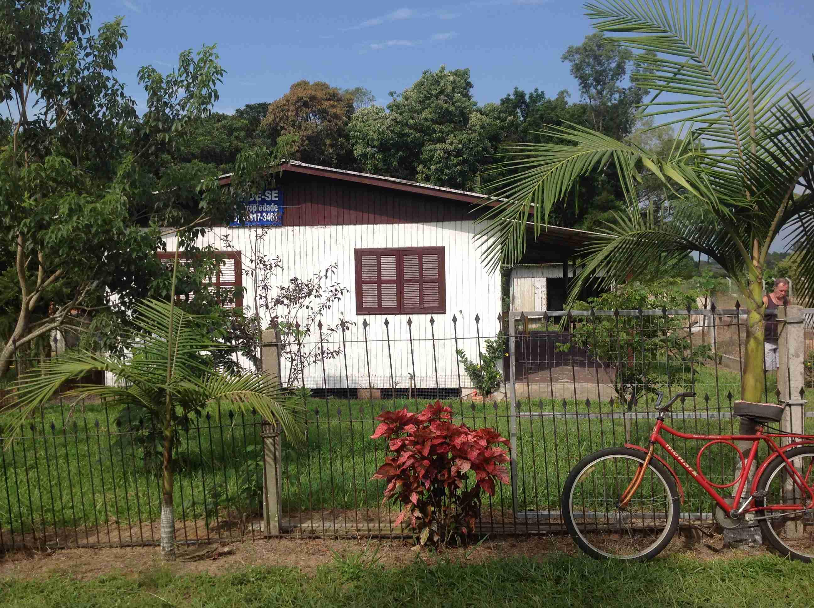 Casa Madeira (79) 7×9,terreno 13×60,casa 3 quartos,sala,cosinha,banheiro,área de serviço,garagem
