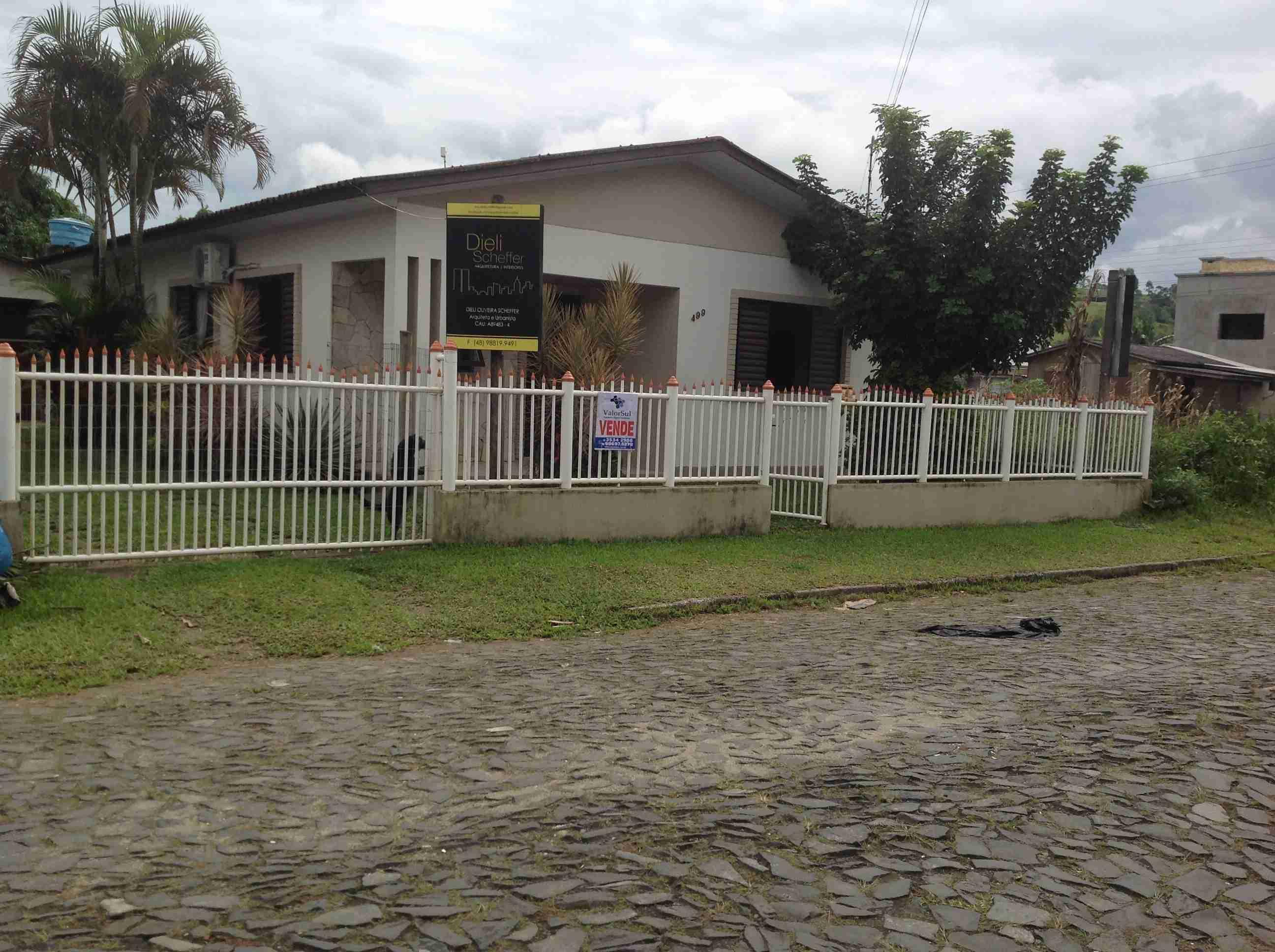 Casa de alvenaria ( 084 ) 3 quartos,sala,cosinha,2 banheiros,área de serviço