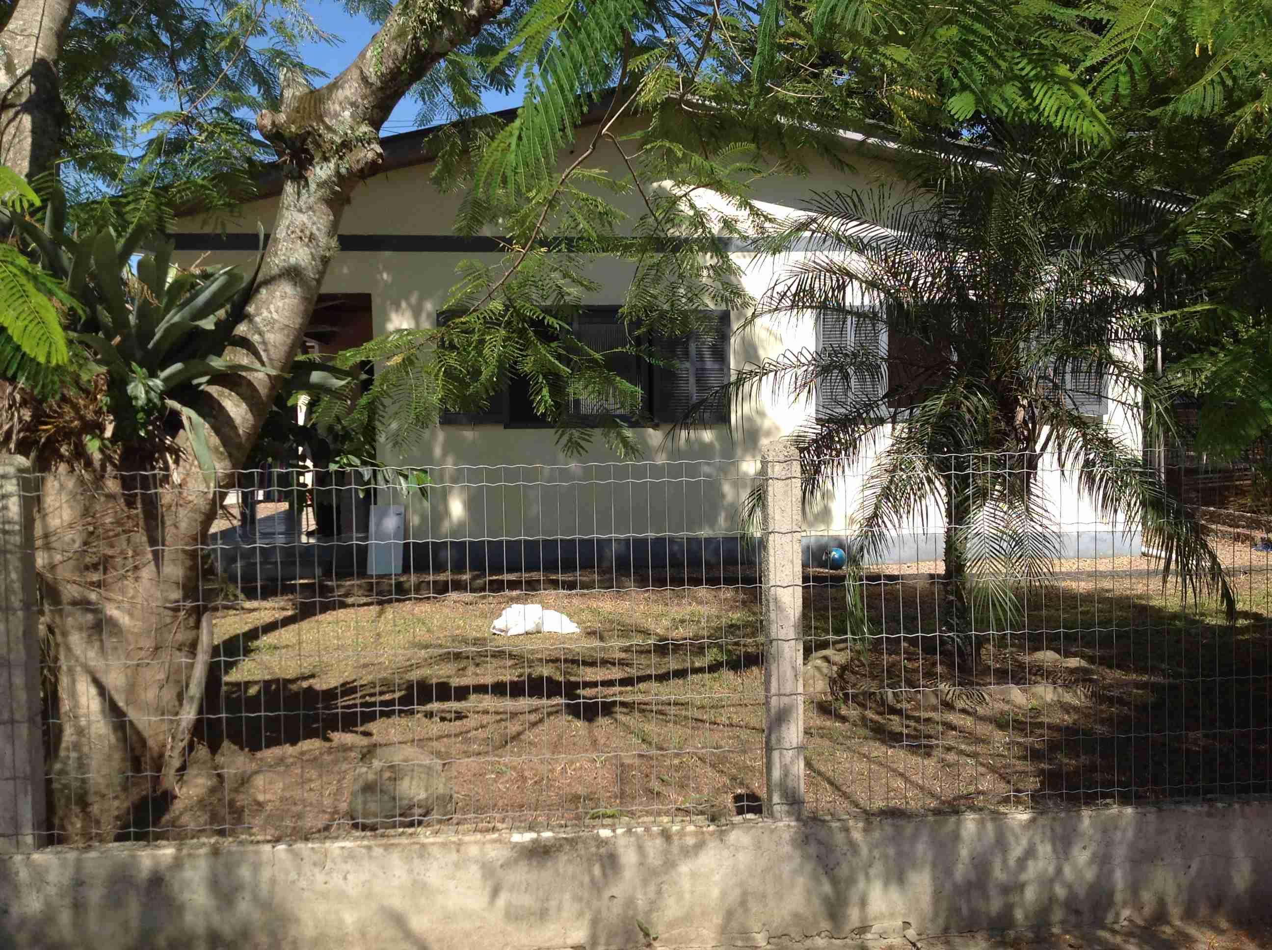 Casa material (089) 9×12:108m2,3quartos,sala,cosinha,banheiro,área de serviço com churrasqueira,garagem p/ 2 carros,lote 17×28:476m2