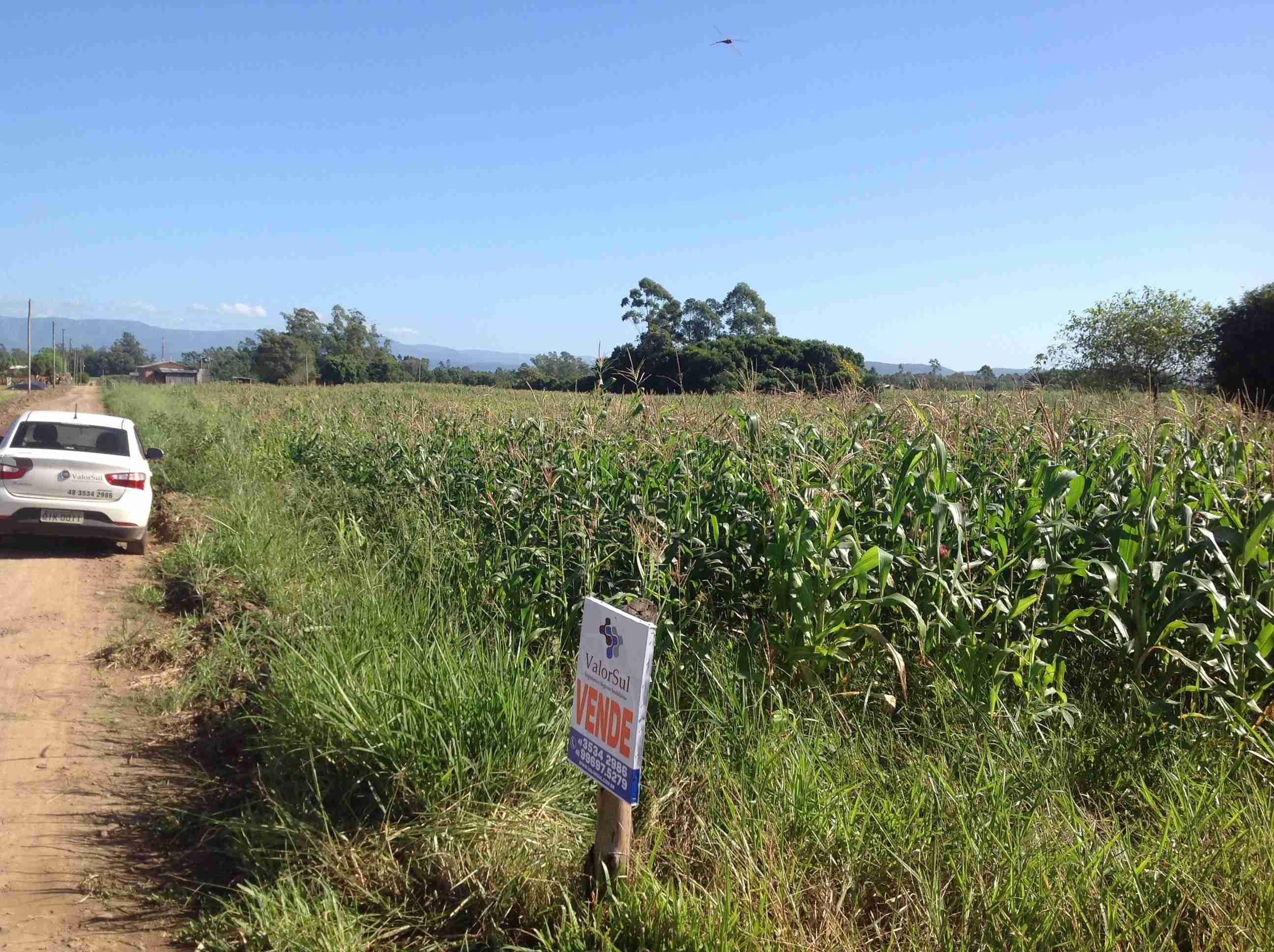 Um terreno(094)c/ 7.100,89m2,ou lotes da mesma área c/396m2 cada um,vende área tôtal,á combinar