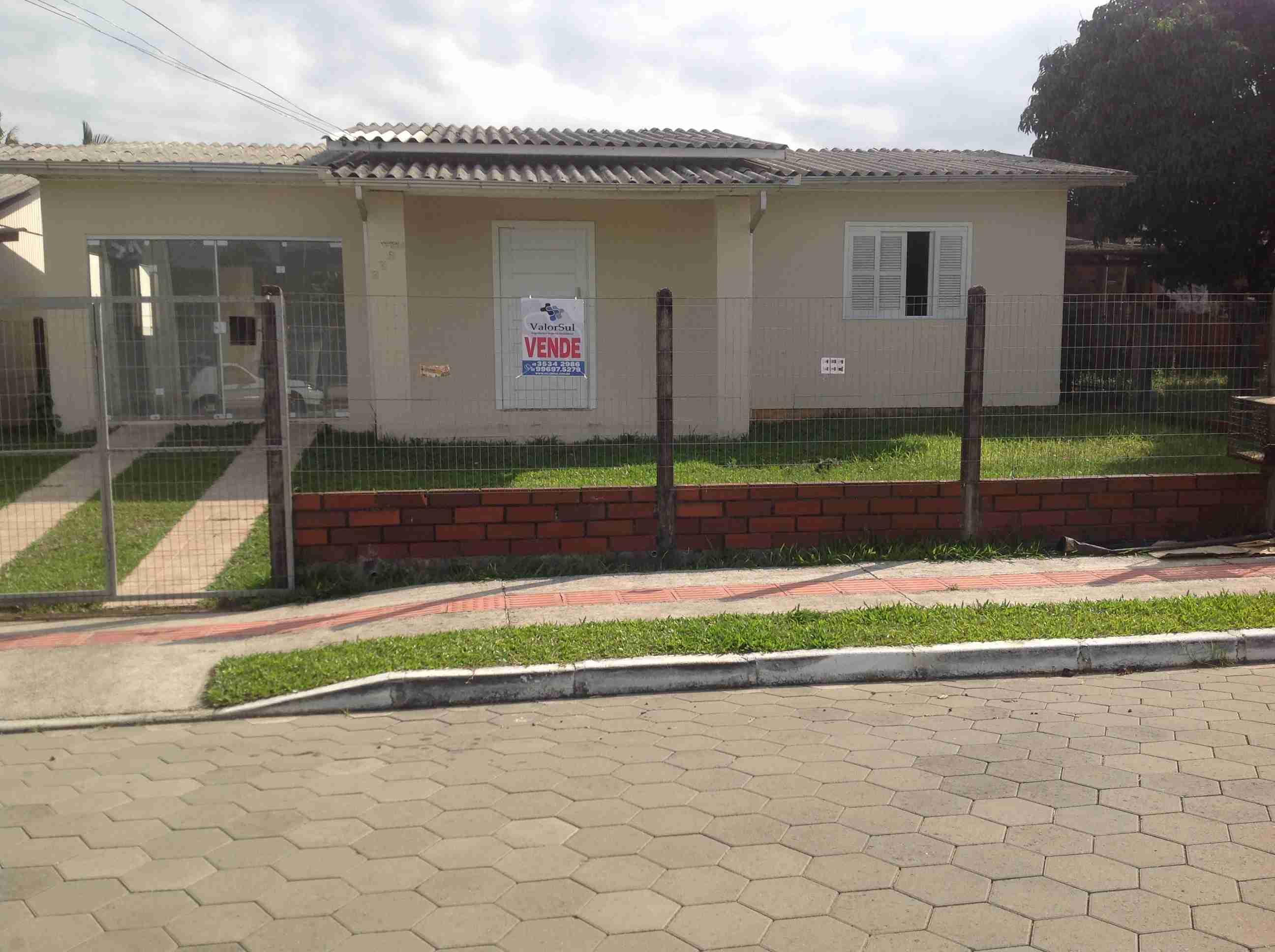 Imóvel (123) 01 casa 2 dormitórios,sala,cozinha,banheiro,área serviço,garagem,lote secado próximo ao centro.