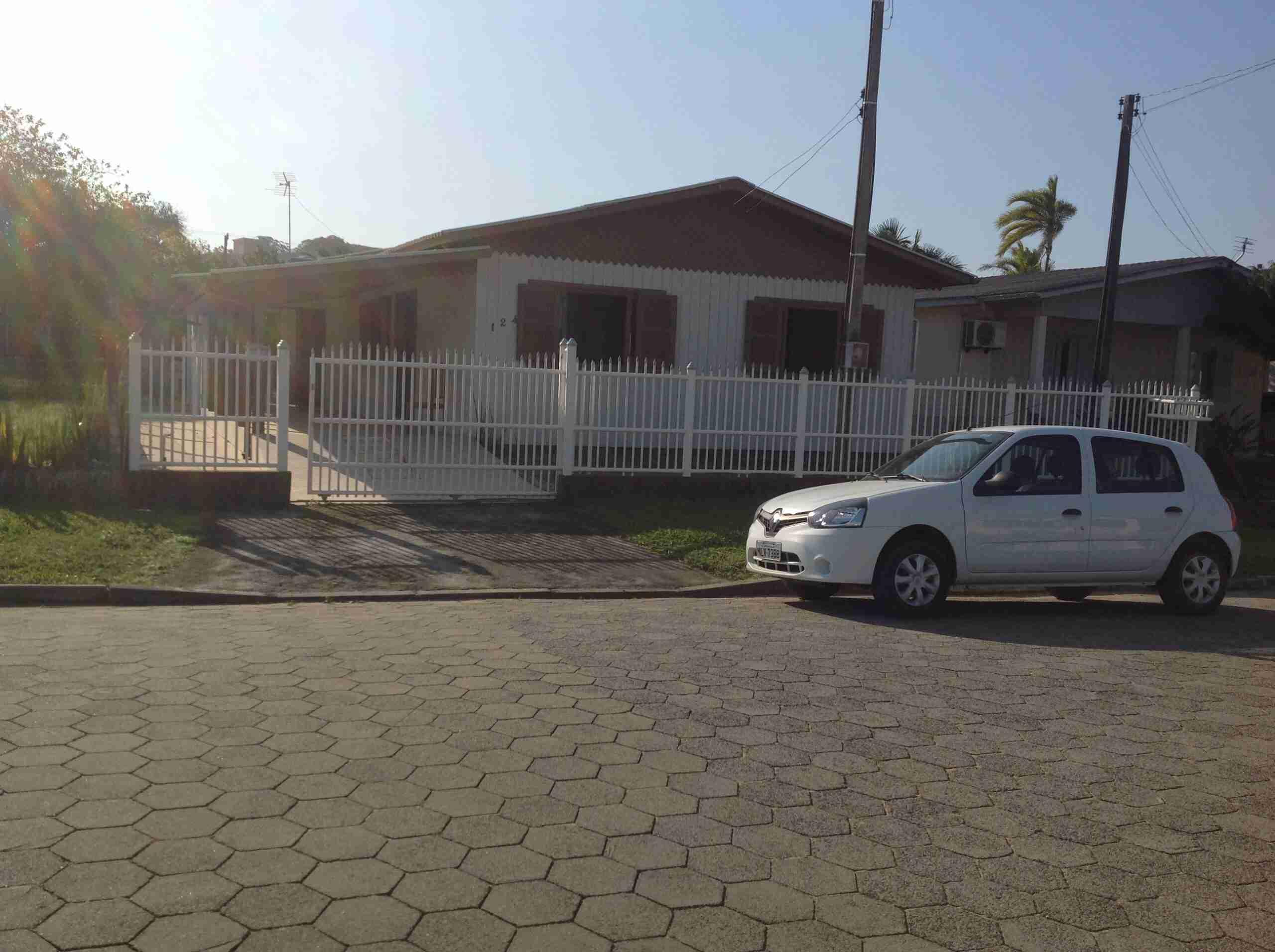 Imóvel ( 147 )Casa mista 165 m2 cozinha, sala,3 dormitórios,banheiro área de serviço,área anexa c/ garagem p/ 2 carros obs: toda mobilhada
