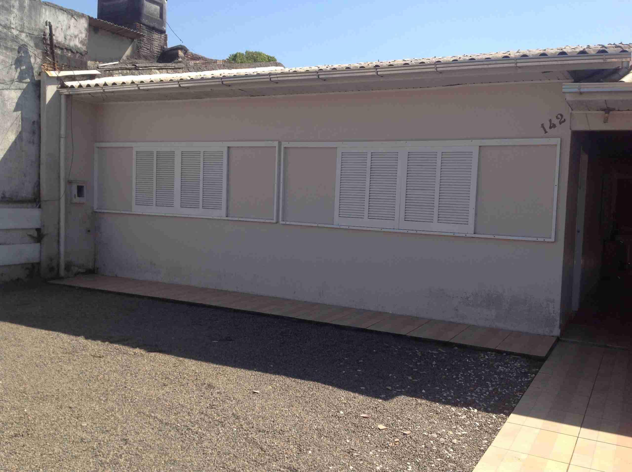 Imóvel ( 149 ) casa alvenaria 10×11: 110 m2, 2 dormitorios,sala,cozinha,banheiro , área de serviço ,garagem  para dois carros ,cozinha  sob medida parte de pedra lote 10,5x 33